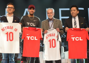 Neymar Jr. was officially welcomed as Global Brand Ambassador of TCL and presented with a Chinese stamp by Sean Zhang, General Manager of Brand Management Center. In exchange, his autographed football shirt was presented to Kevin Wang, Senior Vice President of TCL Corporation and CEO of TCL Multimedia, Sean Zhang, General Manager of Brand Management Center of TCL Corporation and Dr. Affonso Brandao Hennel, joint venture partner of TCL in Brazil.