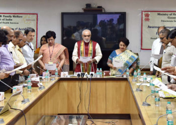 The Minister of State for Health & Family Welfare, Shri Ashwini Kumar Choubey administering the 'Pledge' to officials of the Ministry, after releasing a handbook on Prevention of Accidents and Awareness of First-Aid as part of Road Safety Week, in New Delhi on April 26, 2018.