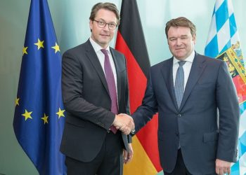 From left to right: Andreas Scheuer (Federal Minister of Transport), Bram Schot (Interim CEO and Member of the Board of Management for Sales and Marketing at AUDI AG)