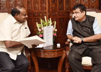 The Chief Minister of Karnataka, H.D. Kumaraswamy meeting the Union Minister for Road Transport & Highways, Shipping and Water Resources, River Development & Ganga Rejuvenation, Nitin Gadkari, to discuss various issues pertaining to State, in New Delhi on June 18, 2018.