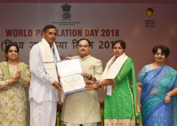 The Union Minister for Health & Family Welfare, Shri J.P. Nadda felicitating the 'Prerna' beneficiaries, at the inauguration of a workshop 'Population Stabilisation: A Right and Responsibility', on the occasion of the World Population Day, in New Delhi on July 11, 2018. The Secretary, Ministry of Health & Family Welfare, Smt. Preeti Sudan is also seen.