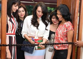 Actress & Supermodel Dipannita Sharma cutting the ribbon with her friends & Bodycraft Spa & Salon Founder Mrs. Manjul Gupta