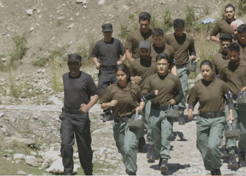ICS 1 - Contestants running with trainer