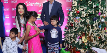 Smt.Amruta Fadnavis with Mr.Alok Tandon, CEO, INOX, celebrating Christmas with special kids at METRO INOX