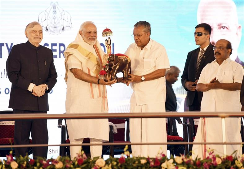 The Prime Minister, Narendra Modi at the inauguration of the Kollam Bypass on NH 66, in Kerala on January 15, 2019. The Governor of Kerala, Justice (Retd.) P. Sathasivam and the Chief Minister of Kerala, Pinarayi Vijayan are also seen.