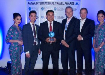 Receiving the award at ITB Berlin was Malaysia Airlines' Group Chief Operations Officer, Ahmad Luqman B. Mohd Azmi (third from left)